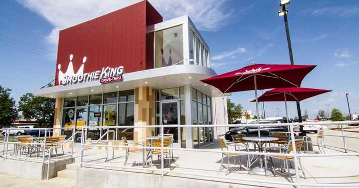 Exterior of a Smoothie King location from outside, where people can enjoy Smoothie King fundraisers