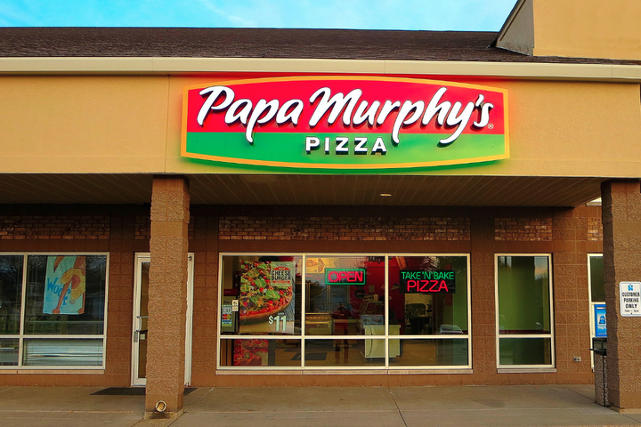 Papa Murphy's restaurant from outside at daytime, where you can enjoy Papa Murphy's fundraisers