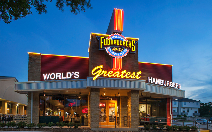 View of a Fuddruckers location at dusk, where people can enjoy Fuddruckers fundraisers
