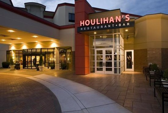 With over 80 restaurants across the country, you're sure to find Houlihans locations near you.