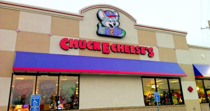 Exterior of a Chuck E. Cheese's location in daytime, where kids can hold Chuck E. Cheese's fundraisers