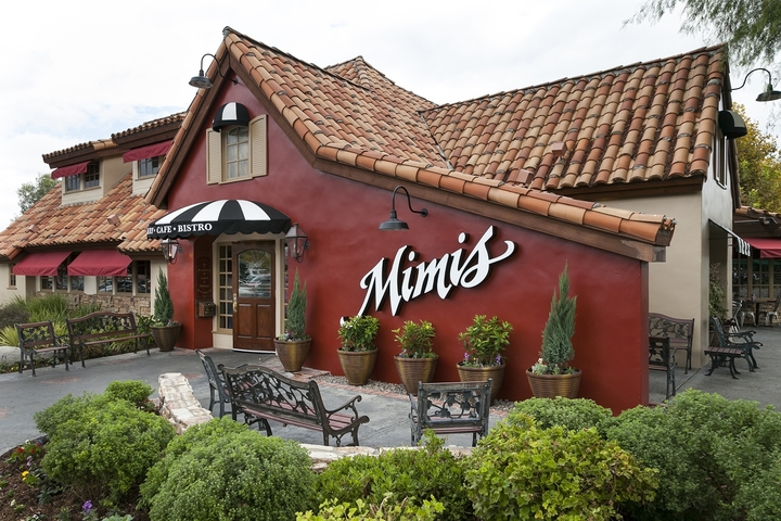 A Mimi's Cafe location from outside at daytime, where people can enjoy Mimi's Cafe fundraisers