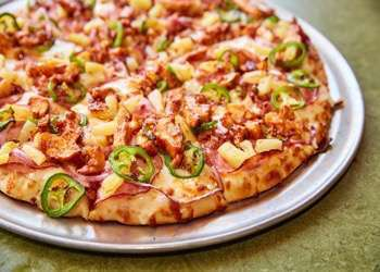 The Toppers Pizza hawaiian heat is just one of their many awesome offerings.